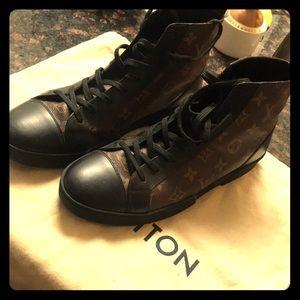 Match up sneaker boot Sz 7